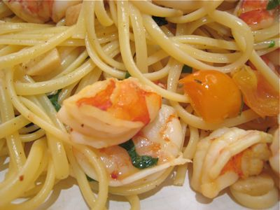 Market manila linguine with prawns tomatoes a la mrs marketman mrs marketman seems to be addicted to the cooking shows on the asian food channel this pasta was inspired by a dish cooked on one of those shows cooks forumfinder Images